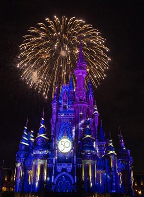 """El nuevo espectáculo nocturno """"Disney Enchantment"""" se estrena el 1 de octubre de 2021 en el parque Magic Kingdom en Lake Buena Vista, Florida, para dar inicio a las celebraciones por el 50.ºaniversario de Walt Disney World Resort. (David Roark, fotógrafo) (PRNewsfoto/Walt Disney World Resort)"""